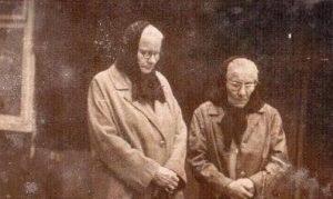 Zuzana Urvikienė kairėje, Kleofa Žitkienė – dešinėje, 1969 m.