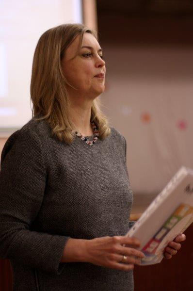Gydytoja Jolanta Trinkūnienė pataria tėvams atidžiai stebėti savo vaikų elgesį, pastebėjus pirmuosius galimo suicidinio elgesio simptomus, nedelsiant imtis veiksmų.