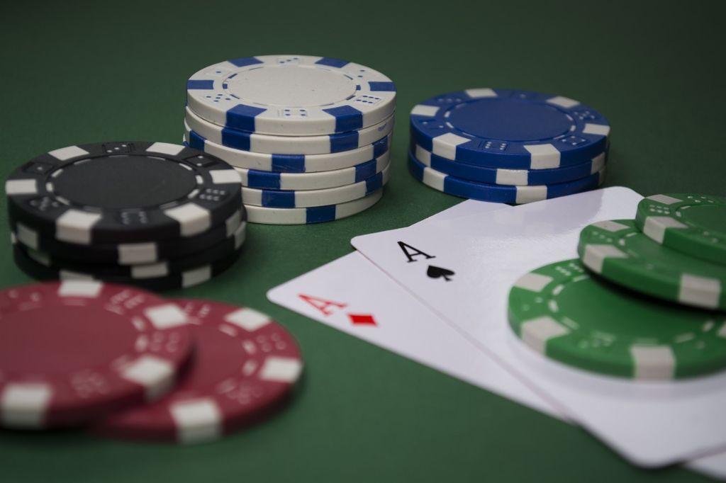 Žmones azartiniai lošimai patraukia tuo, kad sukuria sėkmingo ir pelningo gyvenimo iliuziją. Nuotr. iš mediakatalogas.lt