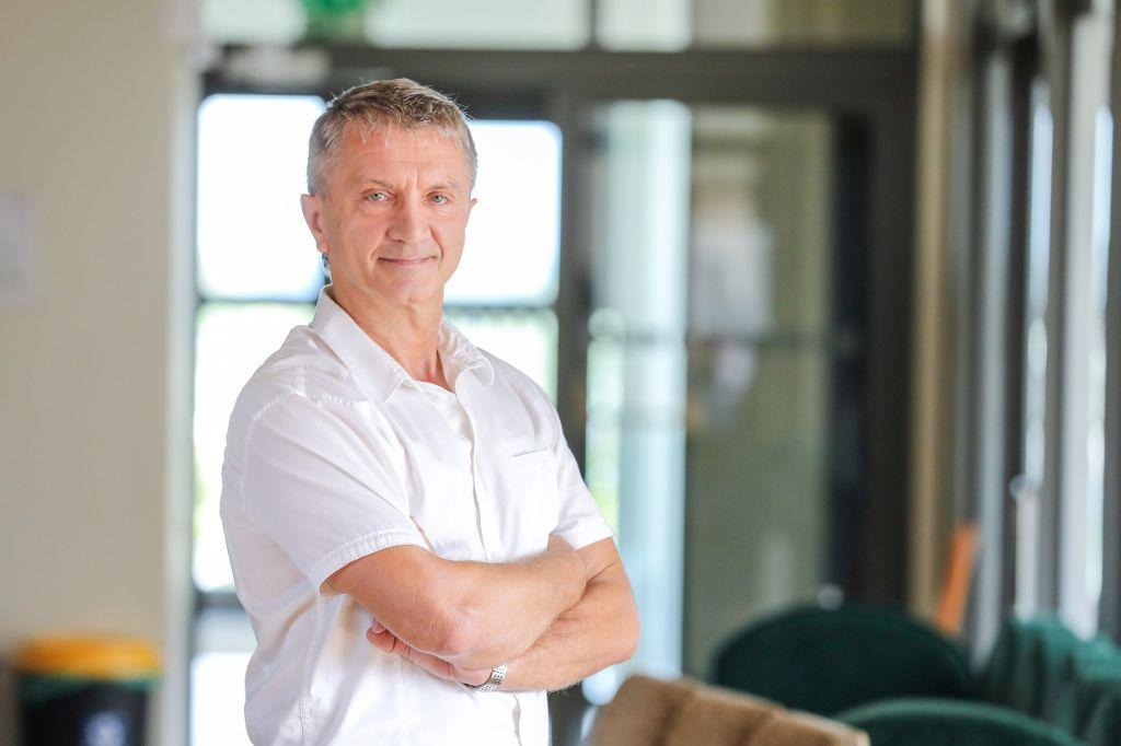 Profesorius Rimantas Kėvalas įspėja apie sunkius koronaviruso šalutinius poveikius, kurie gali atsirasti net ir persirgus lengva forma. LSMU Kauno klinikų nuotr.